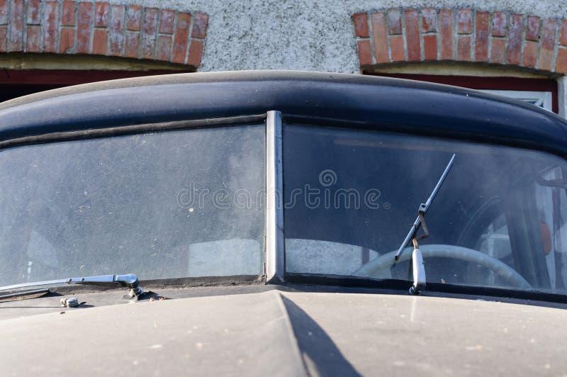 Fragmento da janela de um carro velho foto de stock royalty free