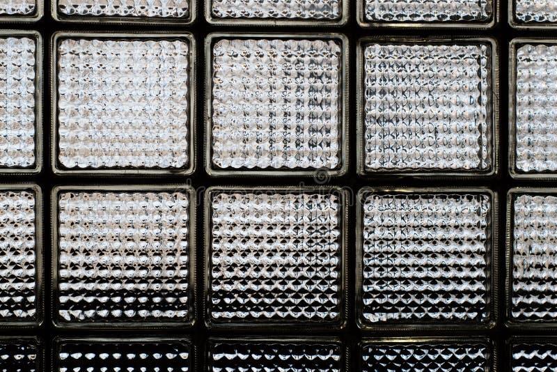 Fragmento da parede de tijolo de vidro Fundo abstrato da textura foto de stock