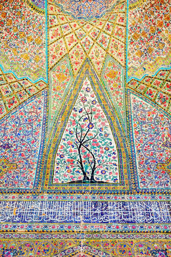 Fragmento da parede da mesquita de Vakil em Shiraz Monumento antigo da arquitetura em Irã imagem de stock royalty free