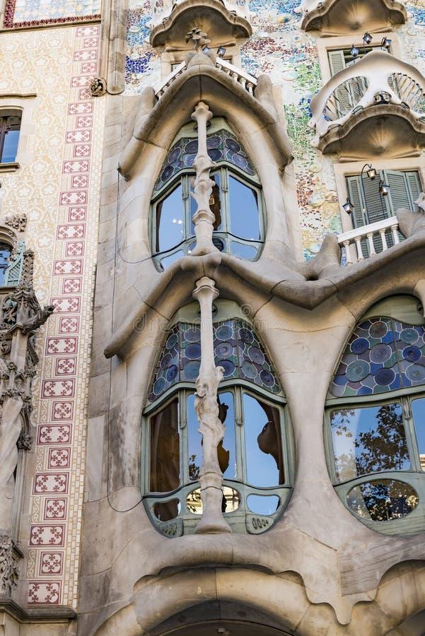 Fragmento de la casa constructiva famosa Batllo de Antoni Gaudi en Barcelona España foto de archivo libre de regalías