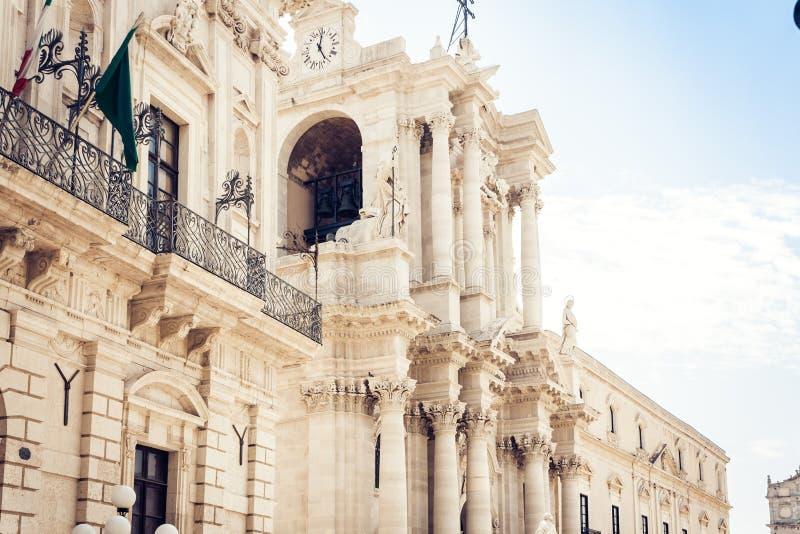 Fragmento de la catedral en Duomo cuadrado famoso en la isla de Ortygia, Syracuse Siracusa, Sicilia foto de archivo libre de regalías