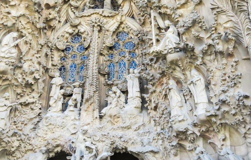 Fragmento de la fachada del templo expiatorio de la familia santa fotografía de archivo