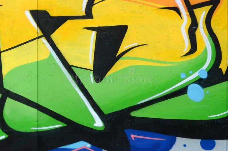 Fragmento de las pinturas coloreadas de la pintada del arte de la calle con contornos y el sombrear cierre para arriba imagen de archivo