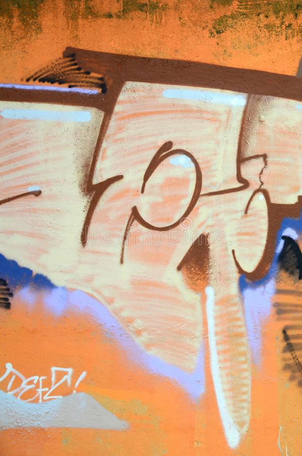 Fragmento de las pinturas coloreadas de la pintada del arte de la calle con contornos y el sombrear cierre para arriba imagenes de archivo