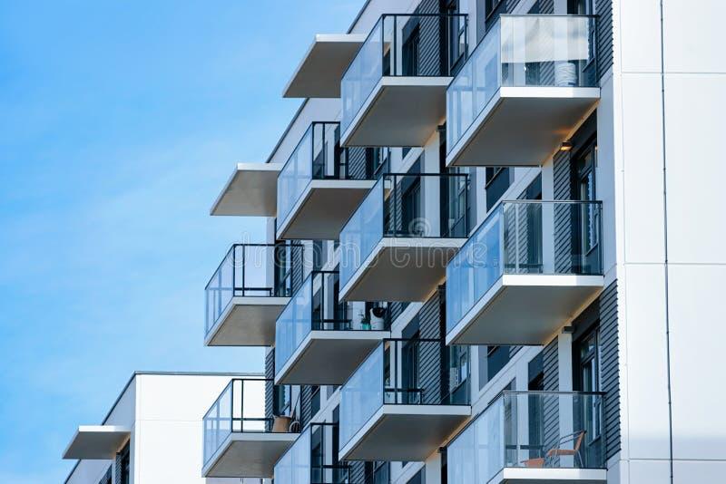 Fragmento de las propiedades inmobiliarias del complejo de construcción residencial del edificio de apartamentos foto de archivo