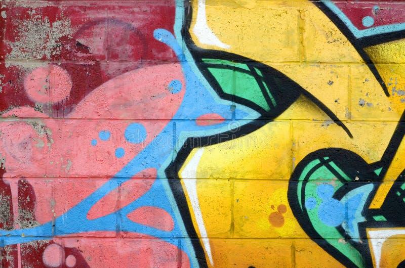 Fragmento de pinturas coloridas dos grafittis da arte da rua com contornos e da prote??o fim acima imagens de stock royalty free