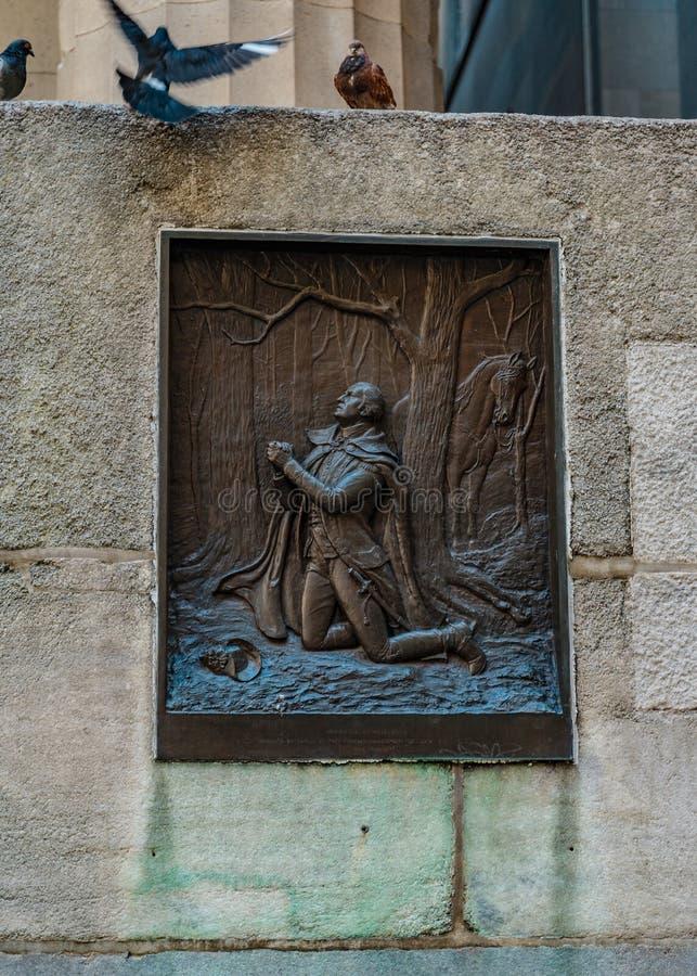 Fragmento de Salão federal com um bas-relevo de WASHINGTON NA FORÇA do VALE e nos três pombos distrito financeiro, Manhattan N imagem de stock royalty free