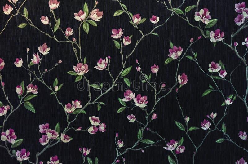 Fragmento de um painel decorativo com um teste padrão floral Fundo floral para o projeto e a decoração Flores em um fundo preto imagem de stock