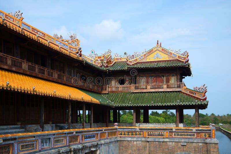 Fragmento de um terraço da porta imperial da cidade roxa proibida hue fotos de stock