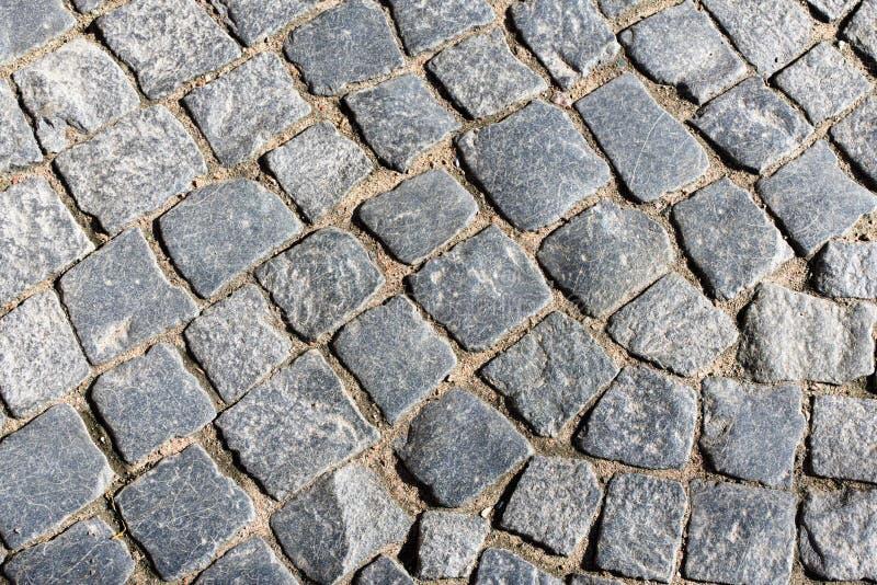 Fragmento de un pavimento del granito en el viejo cuadrado como la base del fondo fotografía de archivo
