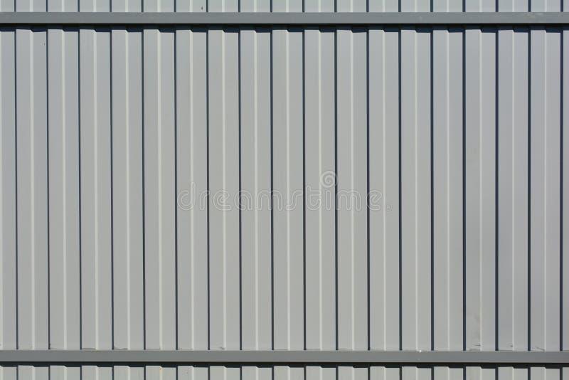 Fragmento de una cerca de la hoja perfilada del gris Fondo abstracto, geom?trico imagen de archivo libre de regalías
