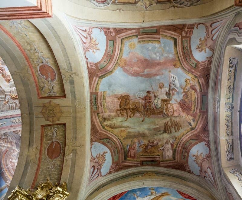 Fragmento del fresco del techo en la catedral católica de la suposición de la Virgen María y del St Stanislav en Mogilev fotografía de archivo