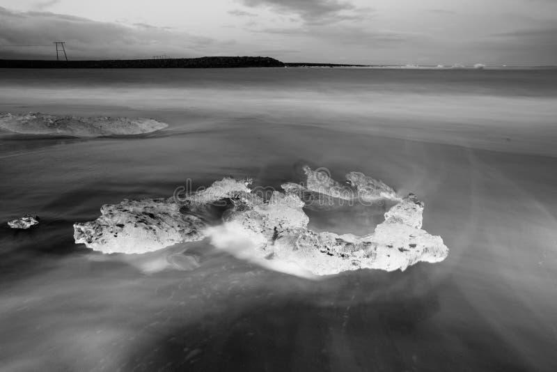 Fragmento del iceberg en la playa de Jökulsárlón, Islandia del sur imagen de archivo