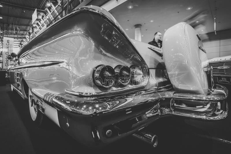 Fragmento do convertible sem redução de Chevrolet Impala do carro, 1958 imagem de stock