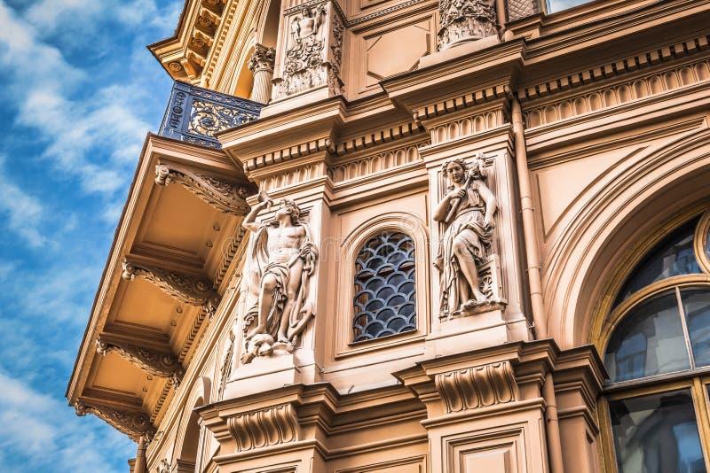 Fragmento do estilo da arquitetura de Art Nouveau da cidade de Riga, Letónia foto de stock royalty free