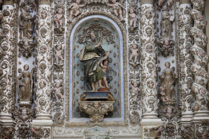 Fragmento do interior da catedral fotografia de stock royalty free