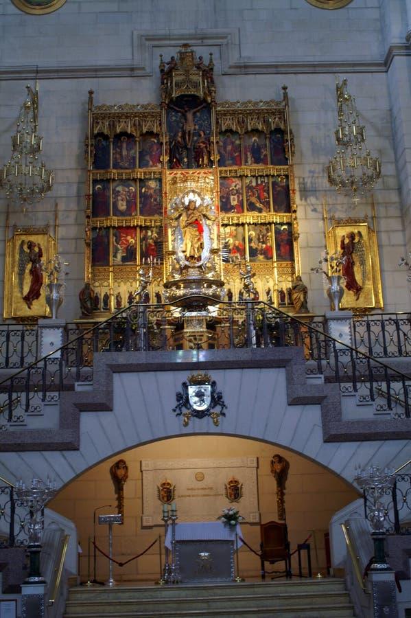 Fragmento do interior de Christian Catholic Cathedral imagem de stock royalty free