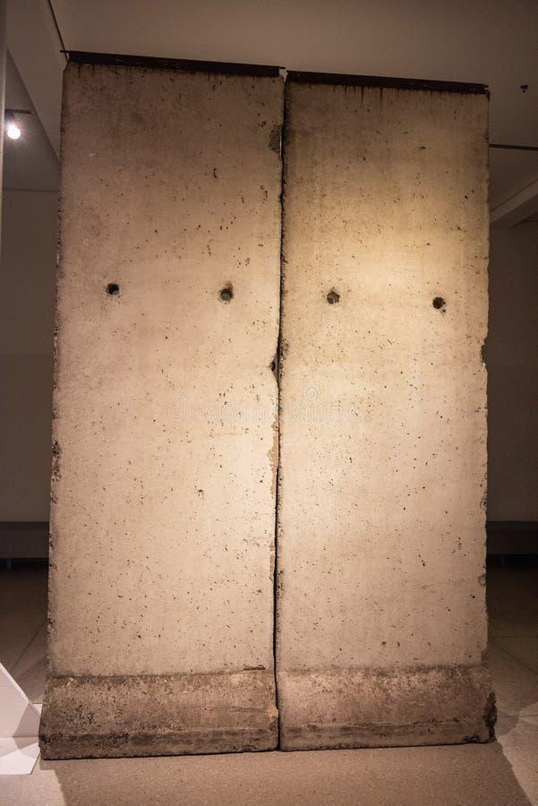 Fragmento do muro de Berlim imagens de stock