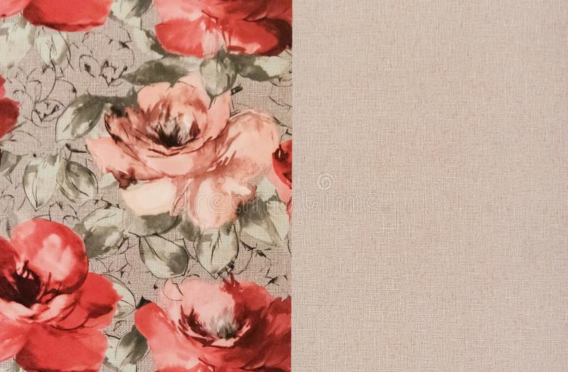 Fragmento do papel de parede colorido com o ornamento floral útil como o fundo fotos de stock royalty free