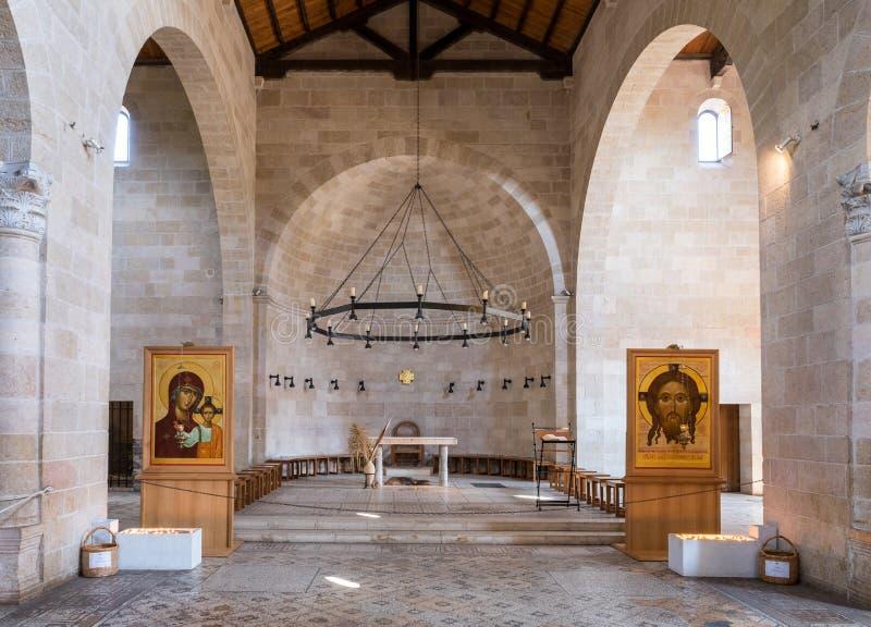 Fragmento do Salão central em Tabgha - multiplicação da igreja Católica do pão e dos peixes situados nas costas do mar de Gali imagens de stock