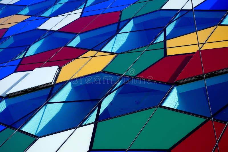 Fragmento moderno colorido de la fachada del edificio fotografía de archivo libre de regalías