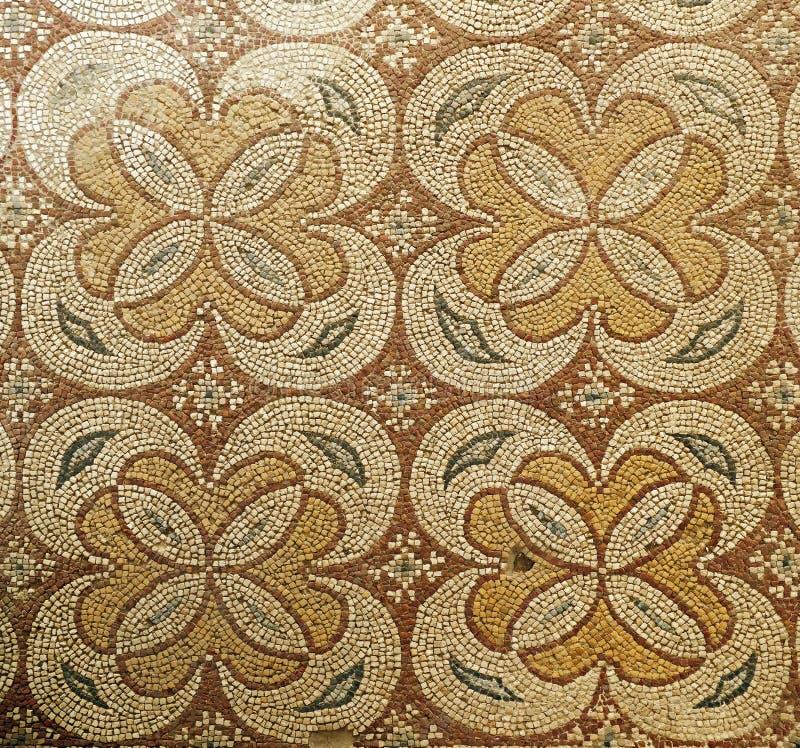 Fragmento Roman Fresco Mosaic Tiles antiguo en las ruinas arqueológicas en la ciudad fronteriza moabita de Madaba, Jordania fotos de archivo
