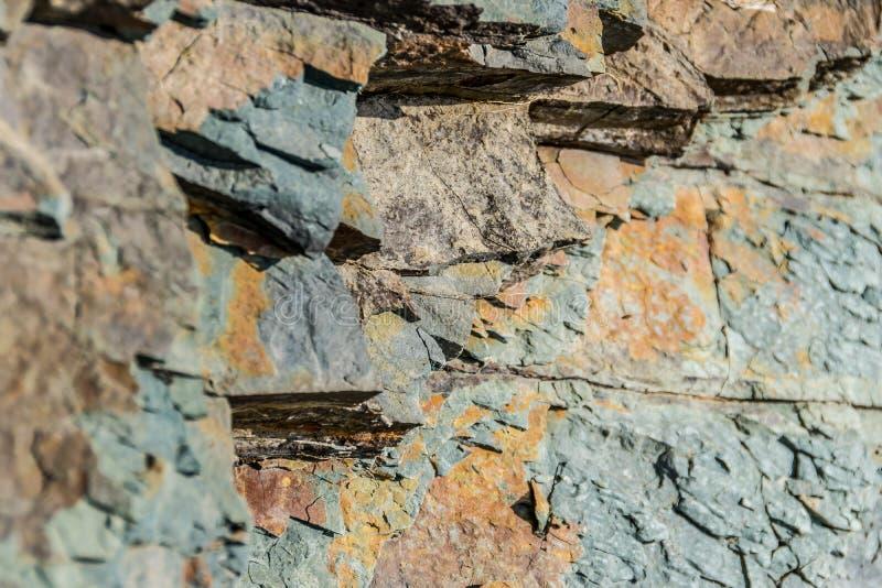 Fragmentos de pedra coloridos Textura natural fotos de stock royalty free