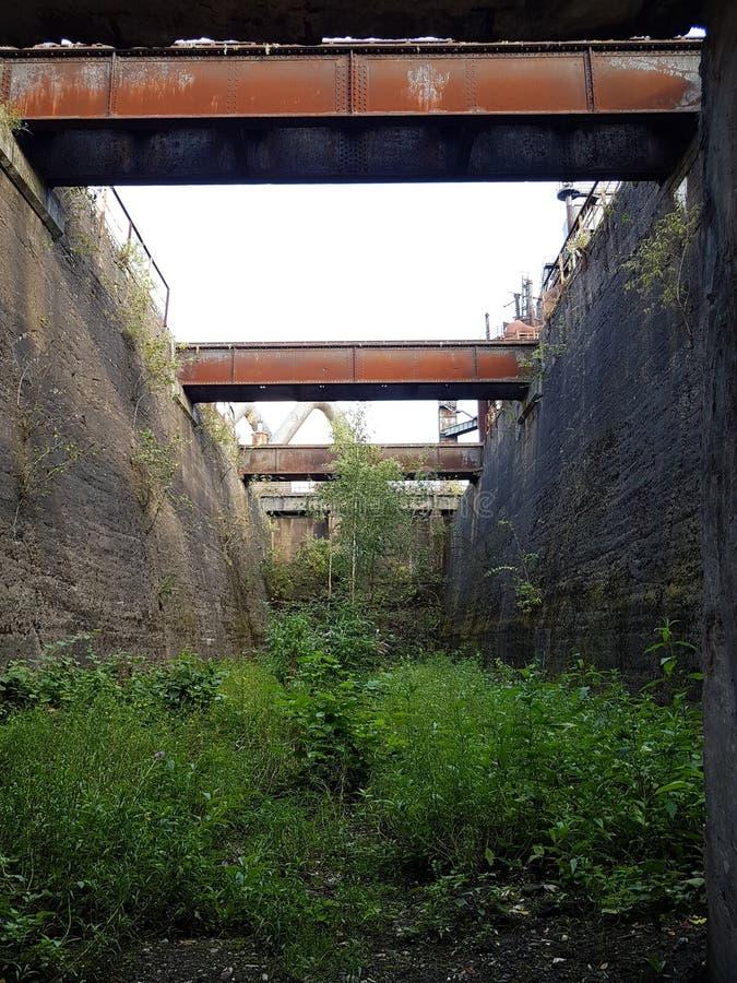 Fragmentos del decaimiento industrial Landschaftspark Nord imagenes de archivo