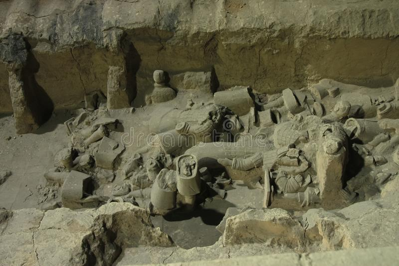 Fragments of figures in the excavation. China, Xi`an: Archaeological excavations of the clay army of the emperor Qin Shi Huang. The terracotta army is a figure stock images