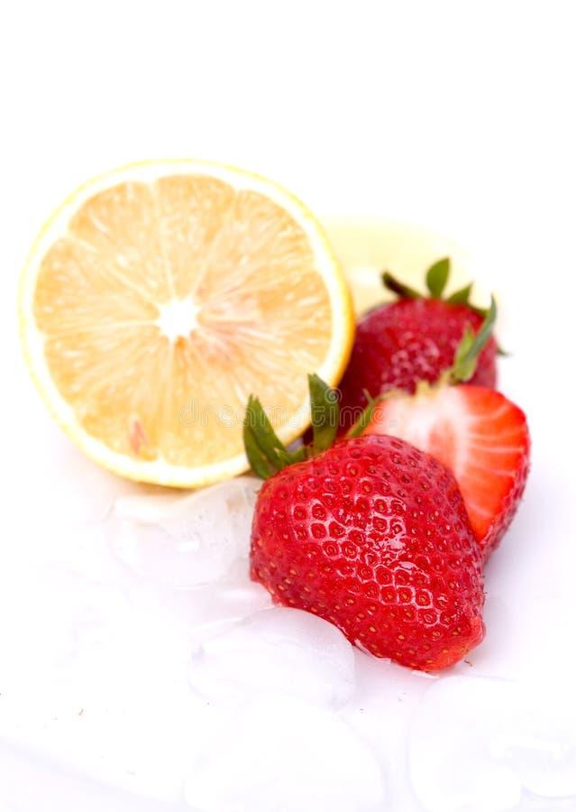 Fragola e limone fotografia stock libera da diritti