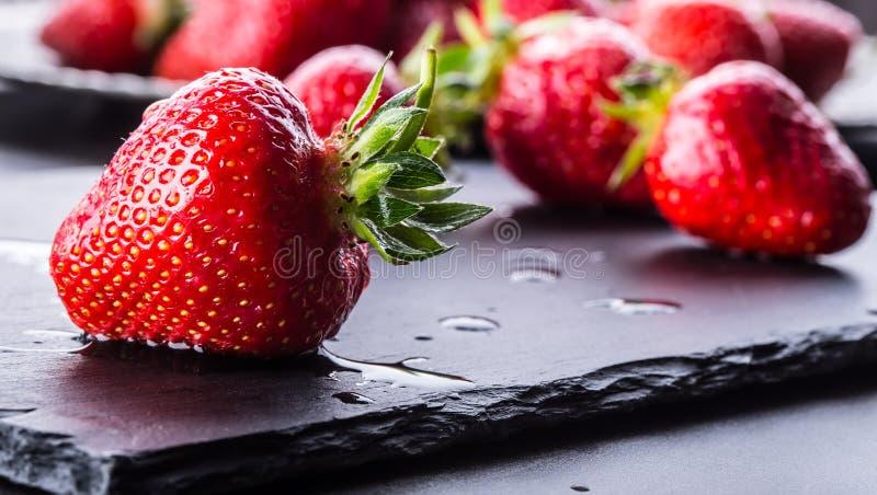 Fragola Fragola fresca Strewberry rosso Succo della fragola Fragole senza bloccare poste nelle posizioni differenti immagine stock