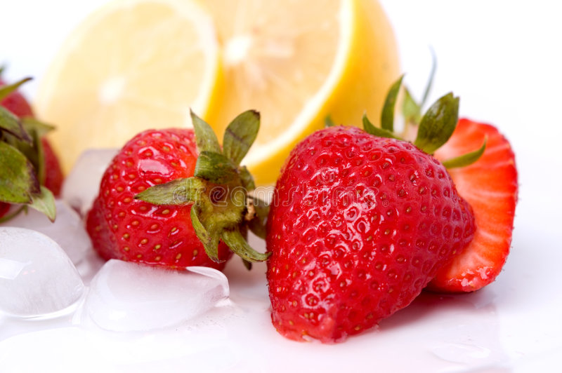 Fragole e limone fotografia stock