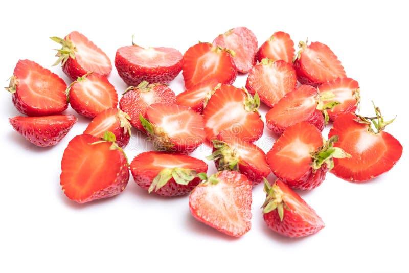 Fragole rosse fresche isolate su un fondo bianco fotografia stock libera da diritti