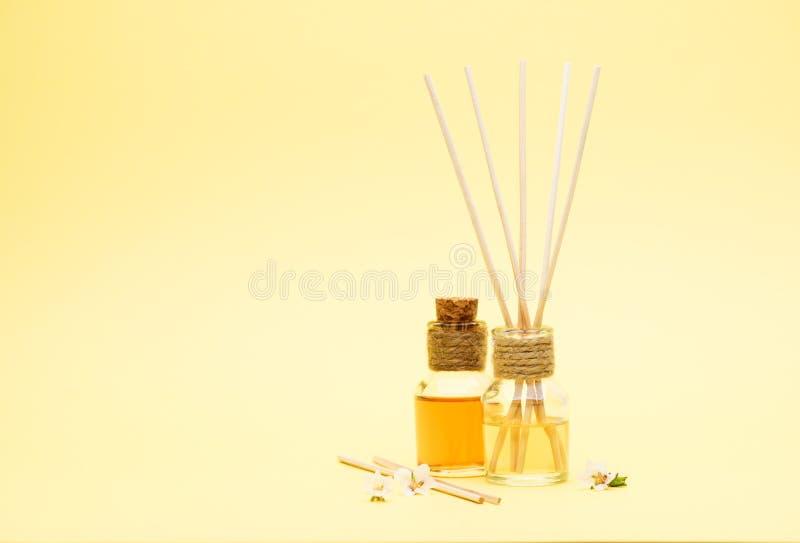 Fragrant Nafciani dyfuzory z Trzcinowymi kijami fotografia royalty free