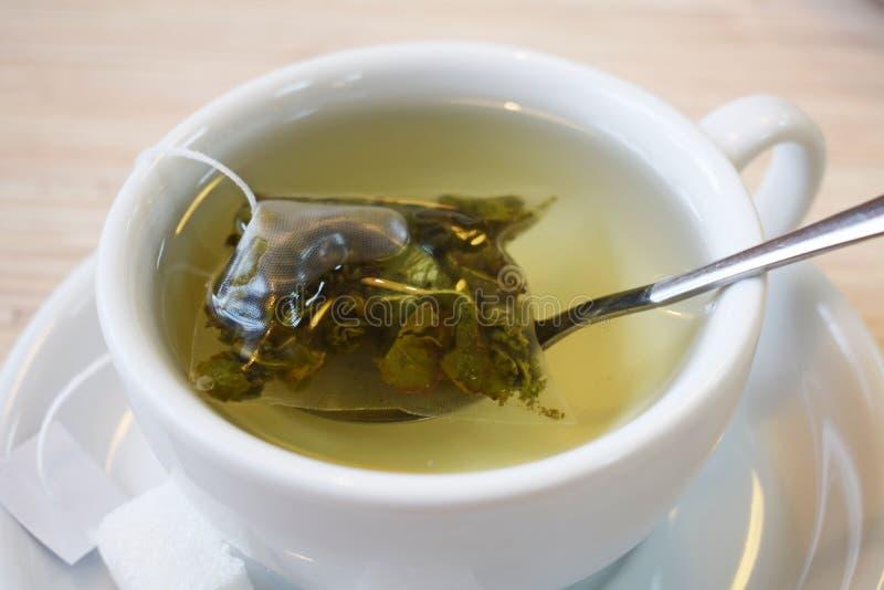 Fragrant zielona herbata w torbie obraz stock