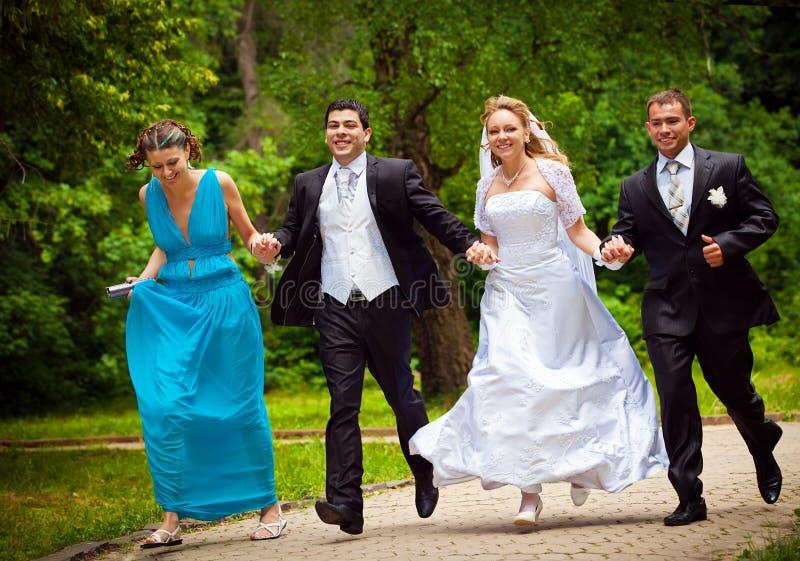 Frainds di imbroglione dello sposo e della sposa fotografie stock