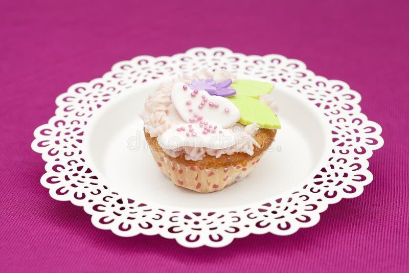 Frais de gâteau de tasse cuit au four image libre de droits