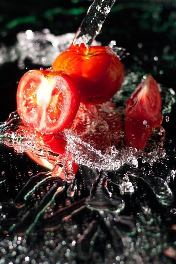 frais tomates d'éclaboussure photographie stock