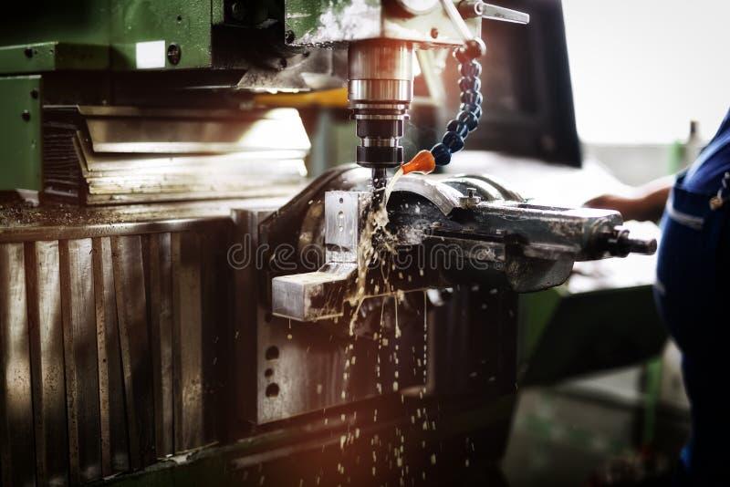 Fraisage automatisé en métal photos stock