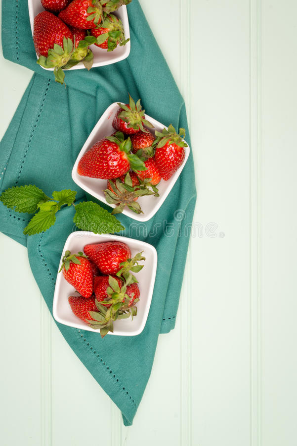 Download Fraise Appétissante Dans La Cuvette Image stock - Image du savoureux, fruit: 76090651