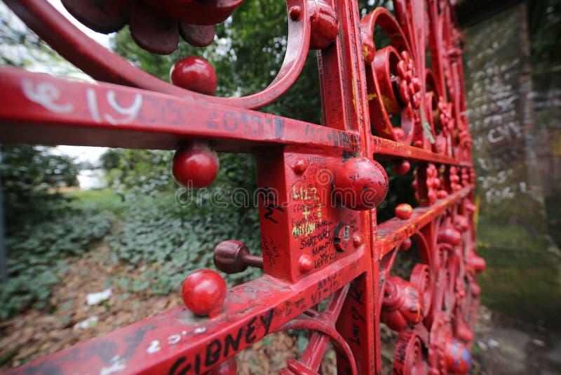 Fraise Fields porte rouge à Liverpool, Royaume-Uni image libre de droits