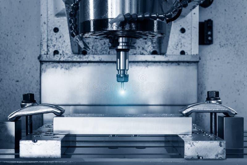 Fraiseuse de commande numérique par ordinateur de travail des métaux Traitement moderne en métal de coupe images libres de droits