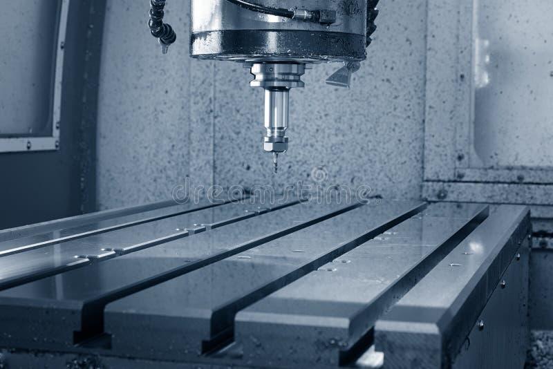 Fraiseuse de commande numérique par ordinateur de travail des métaux Traitement moderne en métal de coupe photo libre de droits