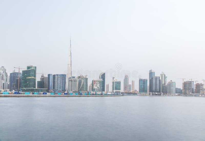Frakcja Dubaj linia horyzontu z Burj Khalifa na chmurnym dniu Dubaj, UAE zdjęcie stock