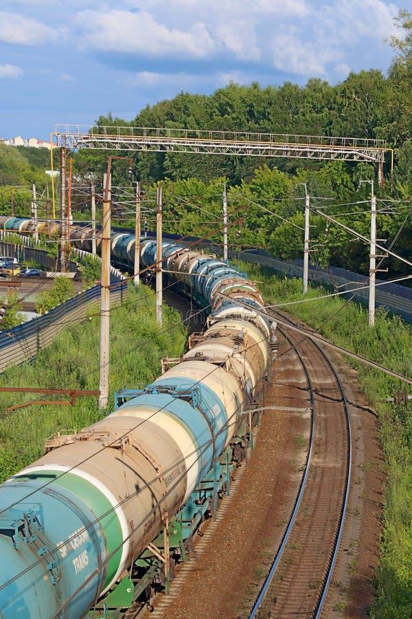 Fraktdrev på järnväg Ryska järnvägar är ett av tre viktiga järnväg företag i värld royaltyfri bild