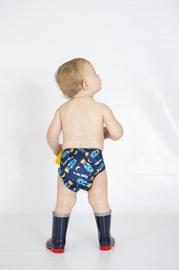 Fralda reusável vestindo de pano do bebê imagens de stock