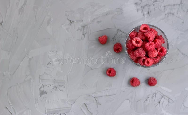 Framboesa suculenta madura em um vidro imagem de stock