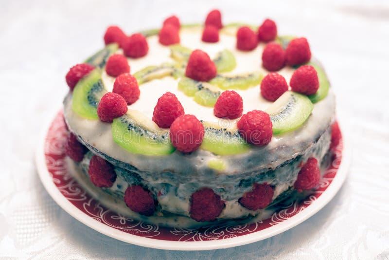Frambuesa y torta del wiki fotografía de archivo