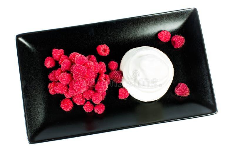 Download Frambuesas Con Crema Azotada Foto de archivo - Imagen de frutas, verano: 41910982