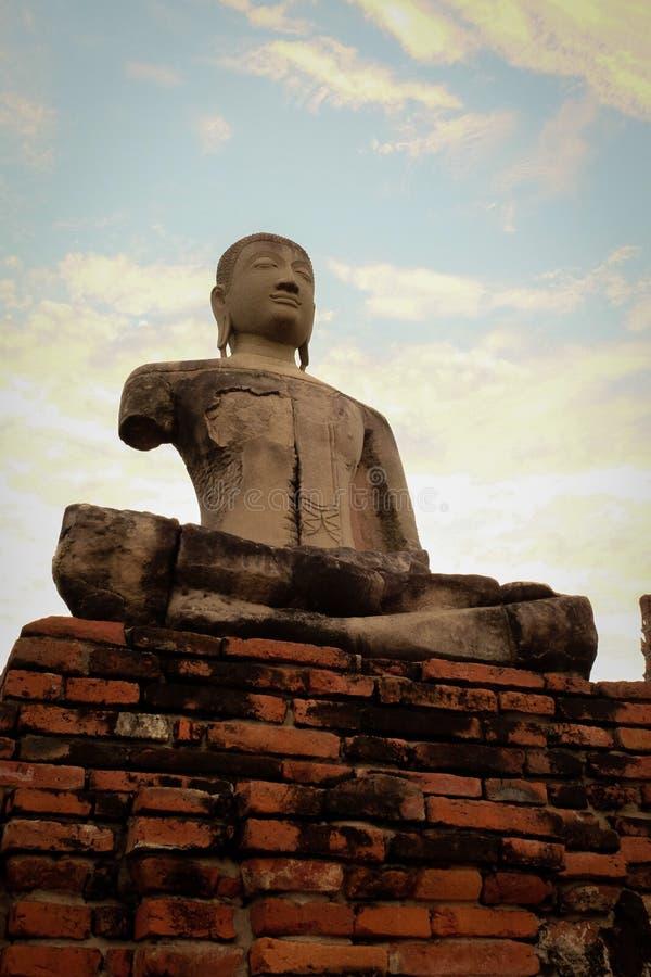Framdel av Buddhabilden på Wat Chai Watthanaram royaltyfri bild